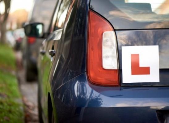 السلامة على الطرق تخطط لإتاحة إجراء الاختبارات النظرية للسيارات عبر الإنترنت في غضون أشهر